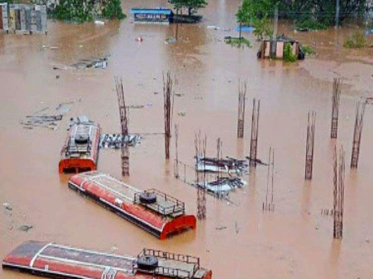 महाराष्ट्र में बाढ़ का भयावह मंजर, 875 गांव डूबे और अब तक 149 की मौत