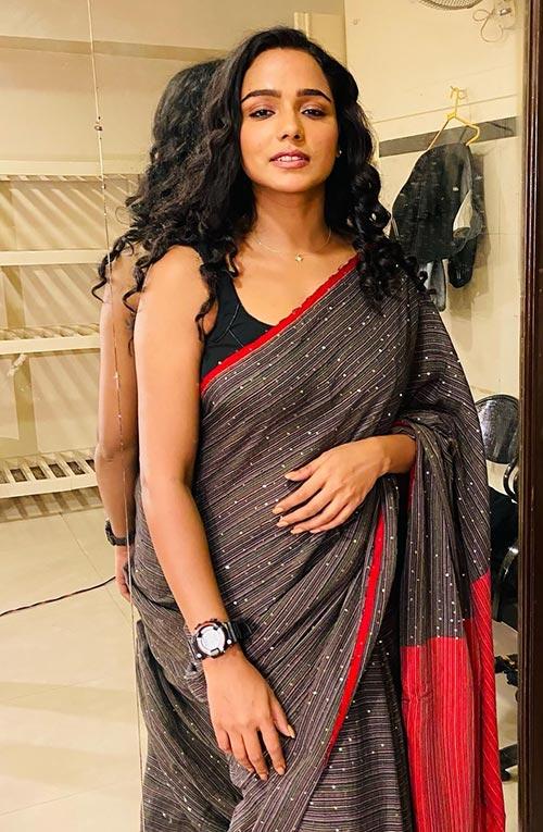 Tuhina Das saree Bengali actress hai tauba damayanti nokol heere hoichoi