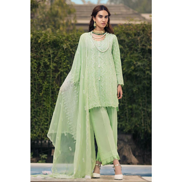 Gul Ahmed Lawn see green color printrd collection embroidered suit