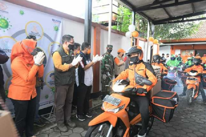 Kang Emil Lepas Ojol dan Pos Pengantar Sembako di Sumedang