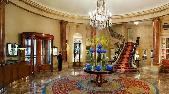 recepción de un hotel tradicional