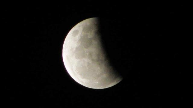 خسوف كلي للقمر يوم الأربعاء الموافق 26 مايـــو 2021م ، لن يرى فى مصر