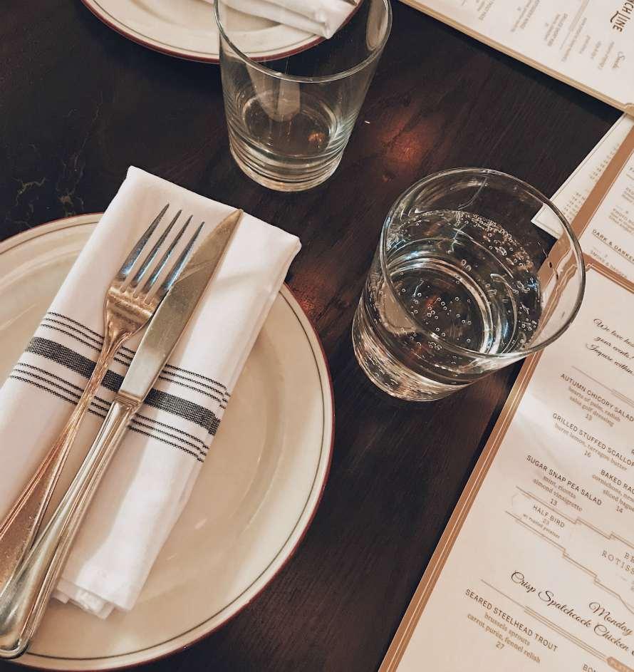 timologisi-menu-gia-estiatorio-knife-fork-napkin