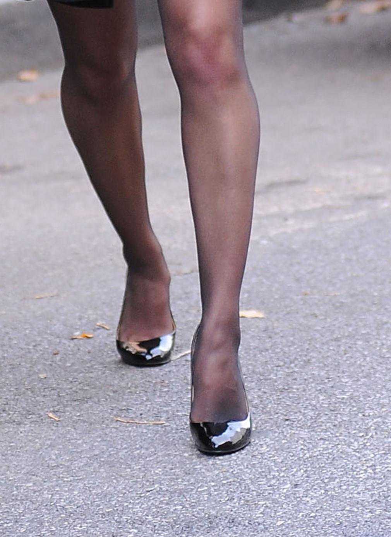 AnnaSophia Robb`s Legs and Feet in Tights 10