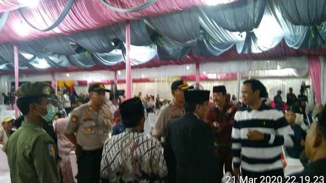 Nekat Gelar Pernikahan di Tengah Wabah Corona, Polisi dan Satpol PP Turun Tangan Langsung Membubarkan
