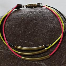 Bracelet en cordon ciré couleurs fluo