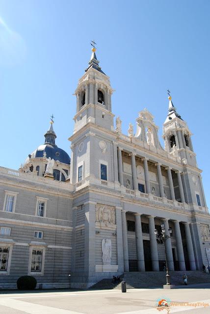 Cattedrale Nuestra senora almudena, Madrid, cosa vedere a madrid, itinerario a madrid, due giorni a Madrid, blogger madrid