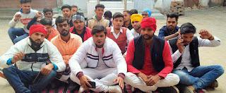 Jaunpur  छात्रसंघ चुनाव को लेकर छात्रों ने दिया धरना