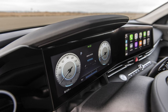 Những công nghệ tiện nghi vượt giới hạn của Hyundai Elantra 2021