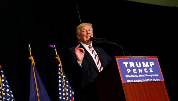 """Trump vaticina su victoria contra la """"desquiciada"""" Clinton"""
