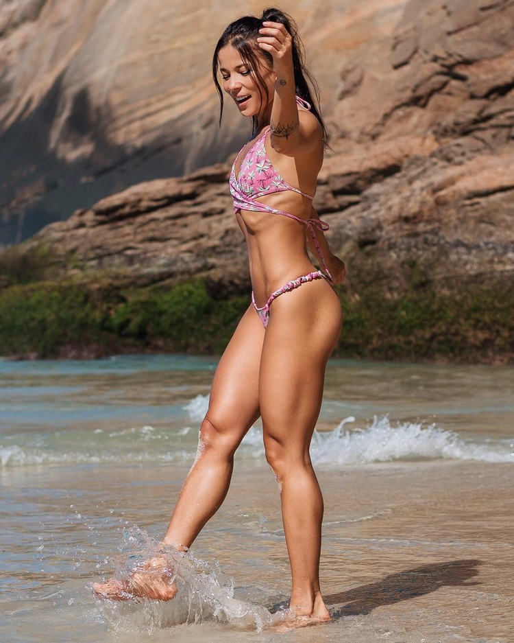 Tabata Chang is a beautiful lady from the Brazilian Rio De Janeiro