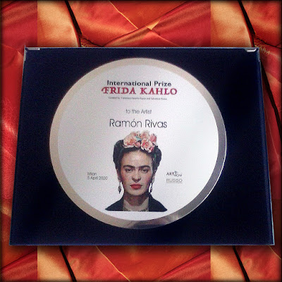 Placa entregada a Ramón Rivas del Premio Internacional FRIDA KAHLO
