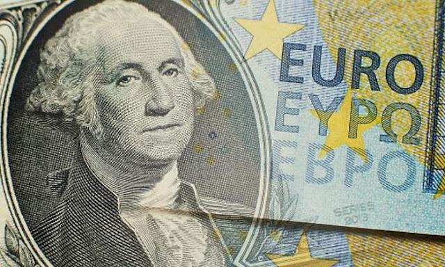Dólar sube y euro cae
