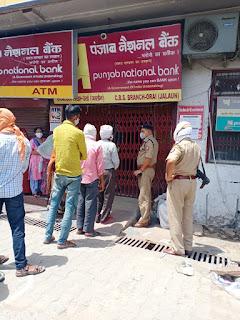लॉकडाउन के दृष्टिगत नगर में उरई बैंक चेकिंग -अपर पुलिस अधीक्षक जालौन   संवाददाता, Journalist Anil Prabhakar.                 www.upviral24.in