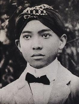 kita akan membahas biografi tokoh paling berpengaruh di Indonesia yaitu biografi Soekarno Biografi Soekarno Sang Orator, Proklamator Presiden Pertama Indonesia