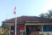 Hormati Pahlawan Revolusi, Polsek Jiput Kibarkan Bendera Setengah Tiang