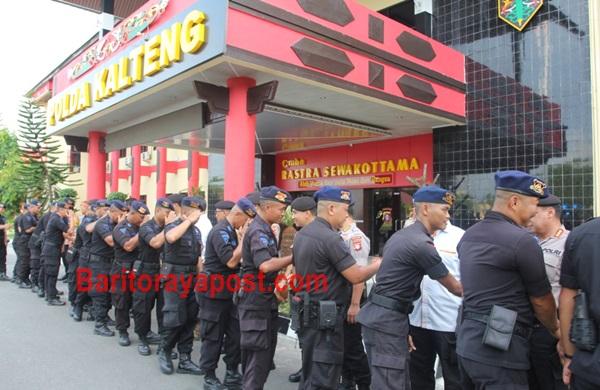 100 Personel Satbrimob Polda Kalteng Diberangkatkan Ke Polda Kaltim