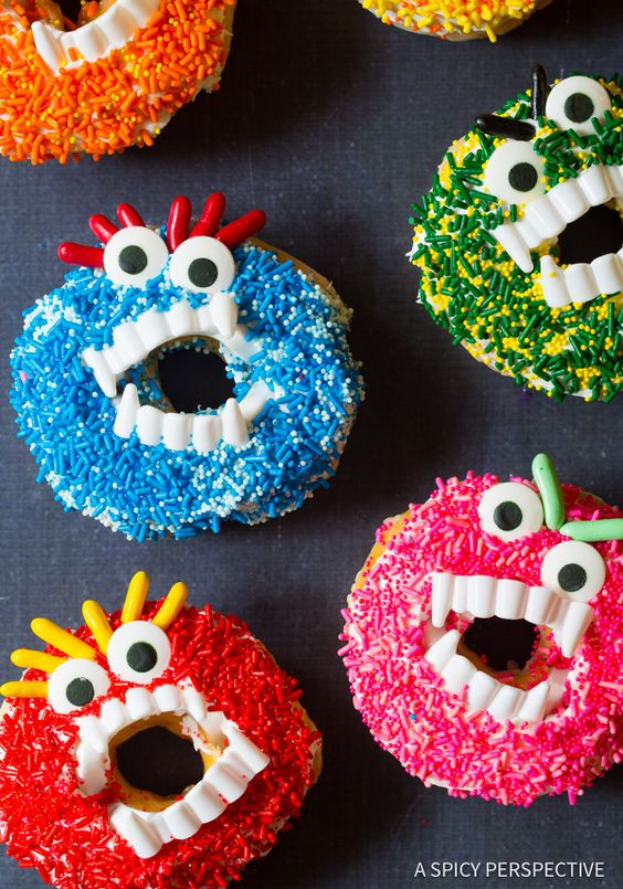 Creative Halloween Monster Donuts for party and treats. 18 Halloween food for party ideas. Easy Halloween dessert ideas. Halloween cake decoration ideas. Halloween tricks and treats food ideas. Easy Halloween treats for schools. Halloween foods ideas Halloween food and drinks ideas. Halloween Party food Ideas.