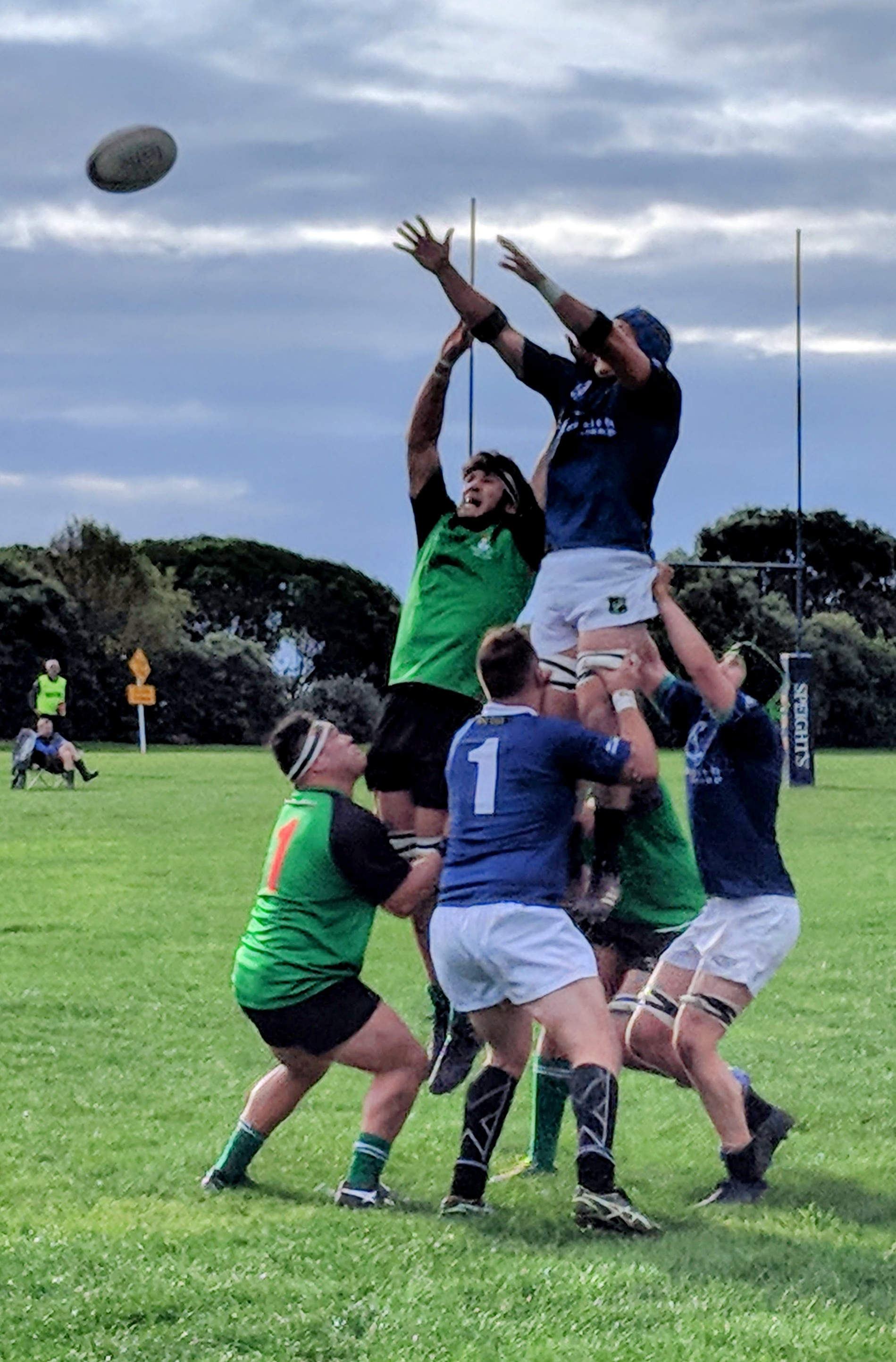 Rugby lineout lift