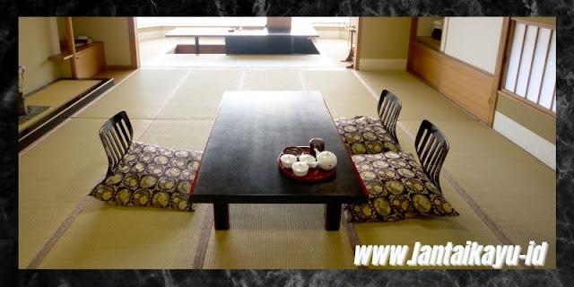 Cara Menata Dekorasi Interior Rumah Bergaya Jepang - sediakan alas duduk