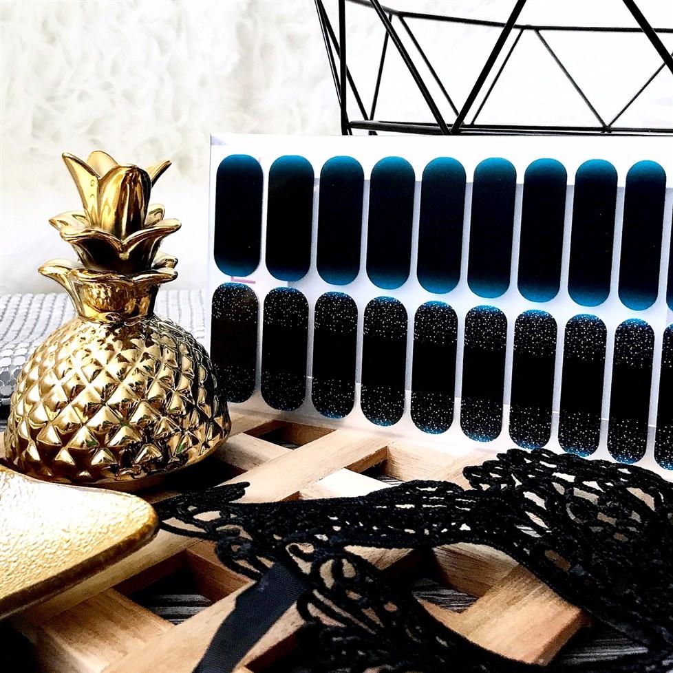 zdjęcie przedstawiające wzór Illumination Manirouge z kolekcji Karnawał 2018