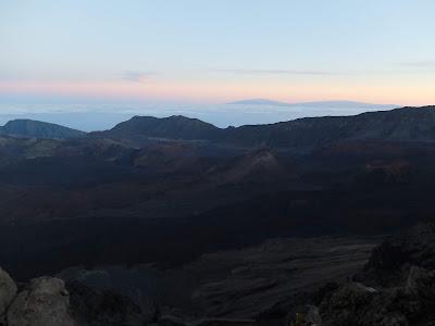 ハレアカラ山頂のクレーター