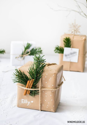 envolver regalos con papel kraft