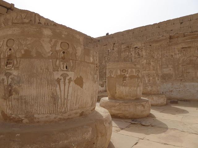 ipostilo nel tempio di medinet habu