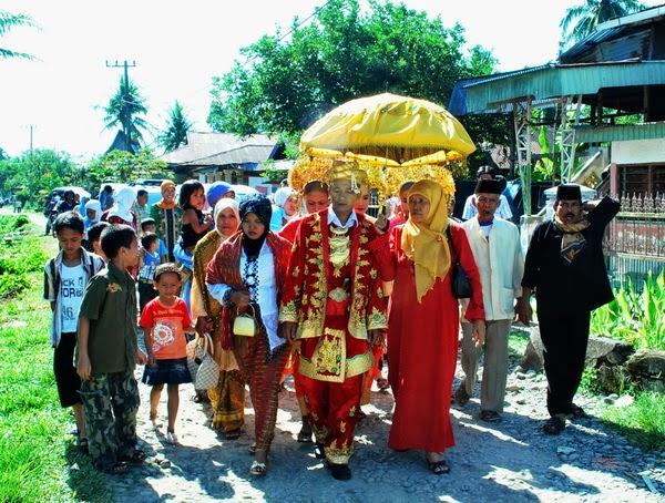"""Melirik Tradisi """" Kawin Bajapuik"""" Rang Piaman"""