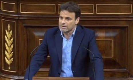 """Jaume Asens a Vox : """"La libertad es incompatible con tener, en una mano, la cacerola y, en la otra, la bandera con un águila franquista"""""""