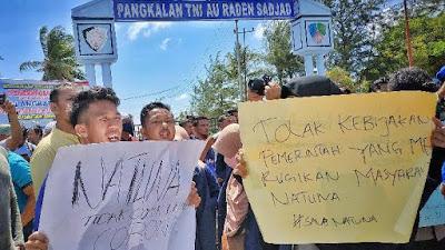 Ngesti mengemukakan DPRD dan masyarakat Natuna juga menolak kebijakan pemerintah pusat itu. Sampai hari ini, masyarakat Natuna masih melakukam demonstrasi menolak kebijakan tersebut.
