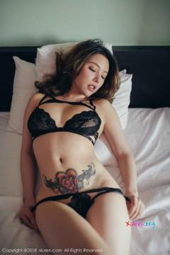 Em gái châu Á thủ dâm