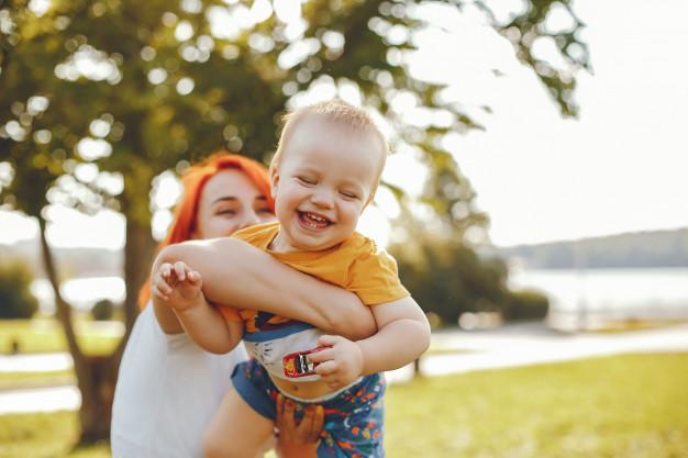 Ini Dia Perkembangan Bayi 7 Bulan yang Harus Bunda Perhatikan