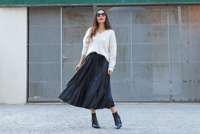 look femenino urban chic idea como combinar falda plisada midi Zara efecto piel