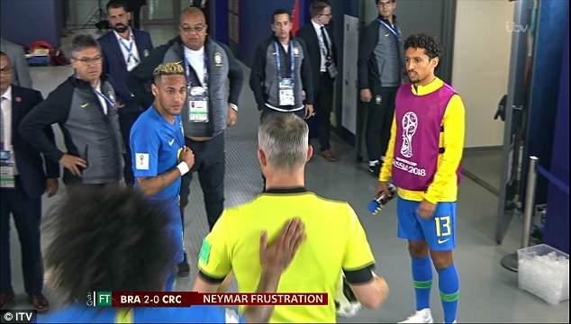 Neymar gây hấn với trọng tài trong đường hầm 2