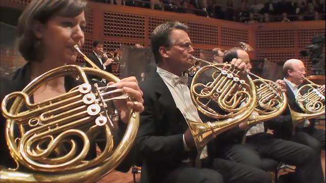 Mengenal Alat Musik dalam Orkestra versi Benjamin Britten - Blog Fisella - Horn