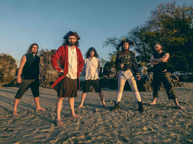 "Alestrom présente un nouvel album ""Curse Of The Crystal Coconut"" qui donne le tournis"