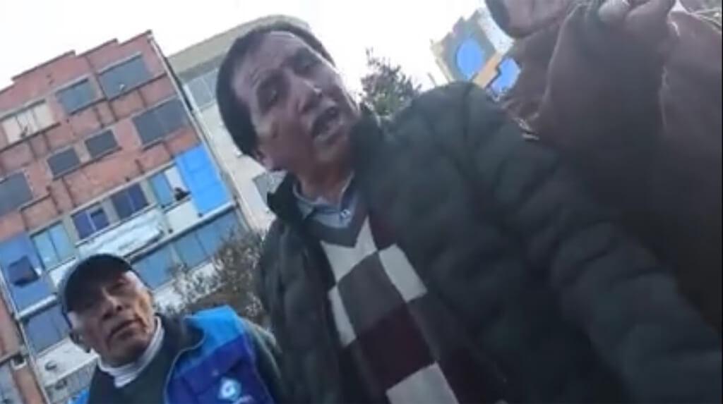 En la fotografía obtenida por la periodista Delia Velarde aparecen sus agresores durante incidentes registrados en la ciudad de El Alto, el pasado 5 de marzo / DELIA VELARDE