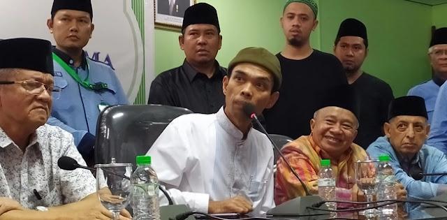UAS Diterpa Perceraian, Denny Siregar dan Abu Janda Paling Antusias Komentar