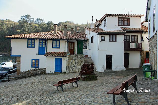 Plaza del Riveru de Tazones