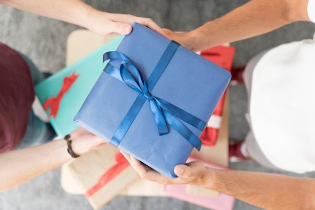 6 Do's and Don't That You Should Follow For Gift - Giving