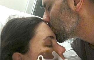 Η Συγκλονιστική επιστολή ενός Συζύγου που έχασε πρόσφατα την γυναίκα Του Προς τους νοσοκόμους που την Φρόντιζαν