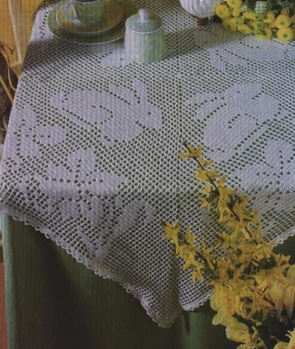Nappe au crochet motifs lapin