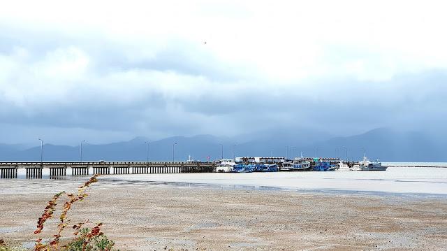 เริ่มตั้งแต่ อ่าวตาลคู่ จนถึง ชายแดนบ้านหาดเล็ก เส้นทางนี้มีหาดชาย ที่เที่ยว ที่พักผ่อนมากมาย
