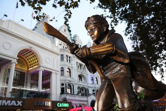 Harry Potter ganha estátua em Londres   Ordem da Fênix Brasileira