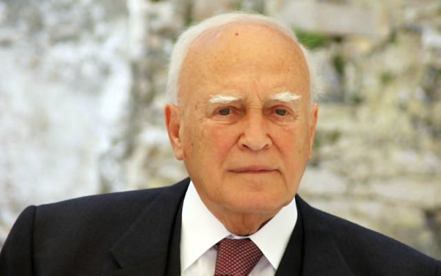 15/02/2012 | Με τον πρόεδρο της Δημοκρατίας συναντήθηκε ο υπουργός Οικονομικών Ε. Βενιζέλος, ο οποίος δήλωσε πως ο Κ. Παπούλιας παραιτείται του μισθού του.
