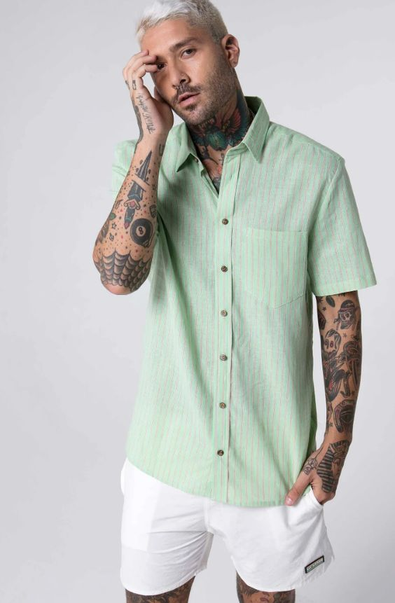 Resultado de imagem para camisas colarinho cubano moda masculina 2020