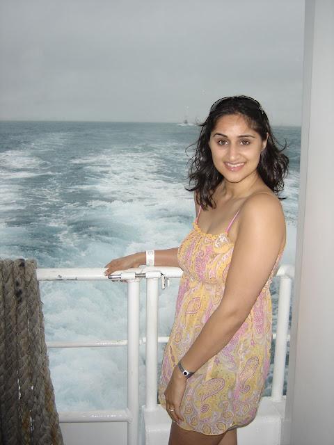 Indian-wife-on-honeymoon-trip-2