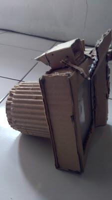 Replika Kamera dari kardus buatan Falda