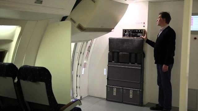 ماذا يحدث عند فتح باب الطائرة أثناء الطيران